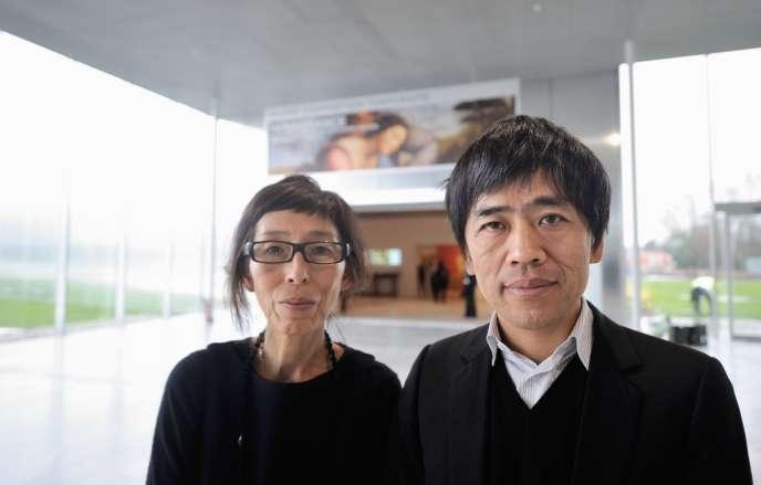 Les architectes japonais Kazuyo Sejima (à gauche) et Ryue Nishizawa (à droite) lors de l'inauguration du Louvre-Lens, le 3 décembre 2012.