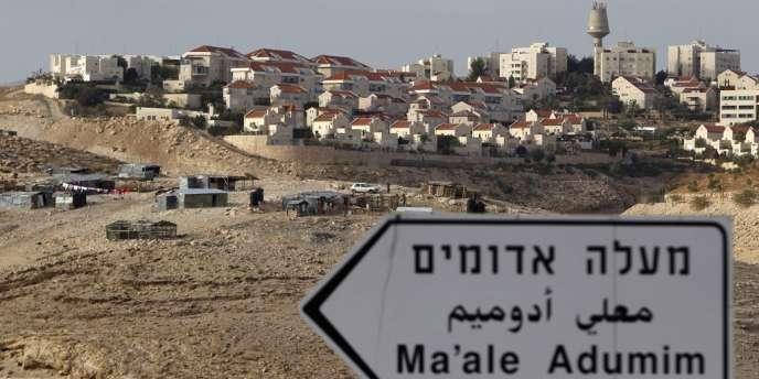 Au lendemain de la reconnaissance implicite à l'ONU d'un Etat palestinien, Israël a confirmé vendredi l'existence de projets qui prévoient la construction de 3 000 logements en Cisjordanie, notamment dans un secteur baptisé E1  jugé particulièrement sensible, entre Ma'aleh Adumim et Jérusalem.