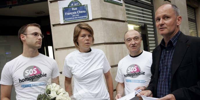 Des militants de l'association SOS Homophobie