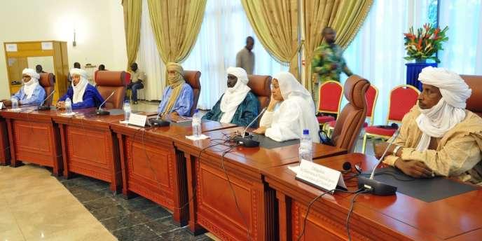 A Ouagadougou, le gouvernement malien et des émissaires des islamistes d'Ansar Eddine et de la rébellion touareg du Mouvement national de libération de l'Azawad (MNLA) se sont engagés à poursuivre le