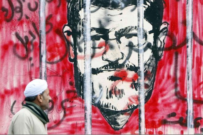 Les murs du Caire se sont recouverts de graffitis anti-Mohamed Morsi depuis la publication du décret contesté du 22 novembre.