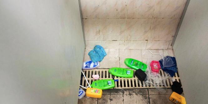 Salle de douche de la maison d'arrêt des hommes.
