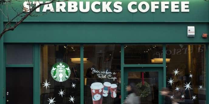 Une enseigne Starbucks, en décembre 2012, à Londres.