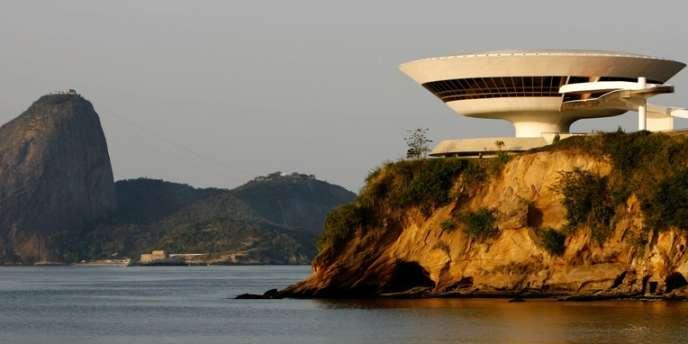 Le Musée d'art contemporain de Niteroi dessiné par Oscar Niemeyer, le 5 octobre 2007.