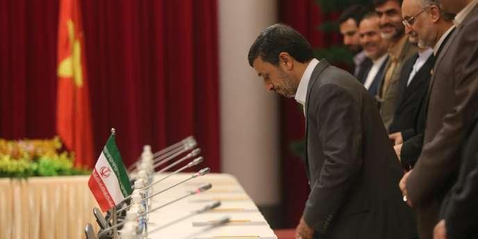 Le président iranien, Mahmoud Ahmadinejad, en visite au Vietnam, à Hanoï, le 9 novembre.