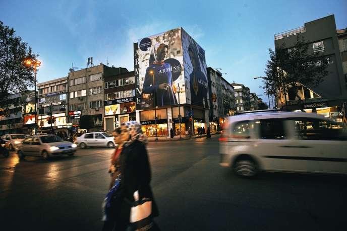 En plein développement, la marque de vêtements islamiques Armine compte  déjà 17 boutiques à Istanbul db0a100878c