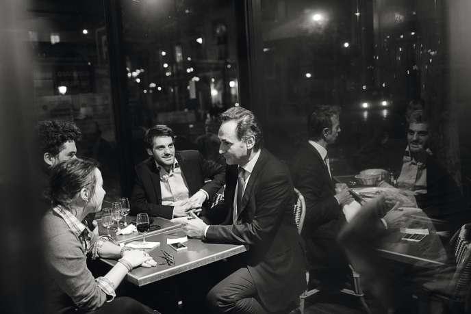 Pour être candidat au bâtonnat, mieux vaut afficher un cabinet prospère. Parmi les quatre prétendants, le sémillant Pierre-Olivier Sur serait,  selon la rumeur,  le favori. Ici, dans un café avec de jeunes avocats (1) et avec Sabine  de Granrut (3), candidate au  vice-bâtonnat en ticket avec l'un de ses concurrents,  Frédéric Sicard.  A l'actif de Me Sur : un gros cabinet de droit pénal et de nombreux procès politico-financiers.  Son challenger, Jean-Bernard Thomas (2), dirige, lui, un grand  cabinet d'affaires. -