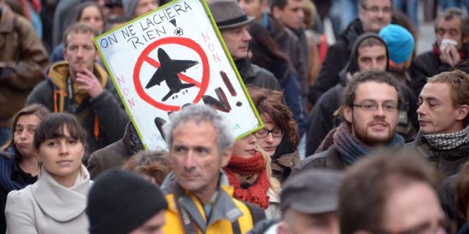 Au moins 5 000 personnes ont défilé, le 8 décembre à Nantes, contre le projet d'aéroport à Notre-Dame-des-Landes.