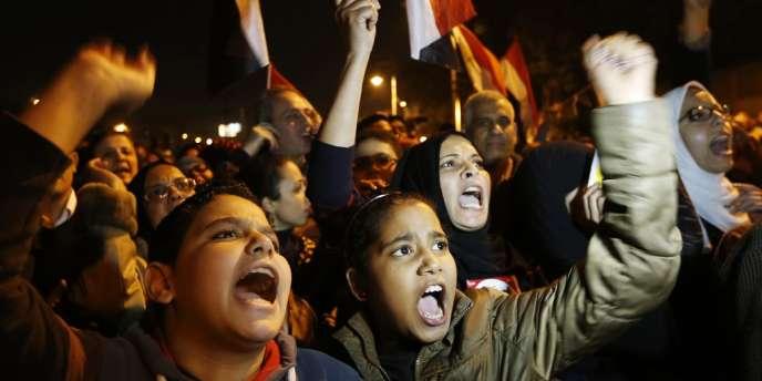 L'opposition égyptienne a appelé à manifester mardi contre le référendum voulu par le président islamiste Mohamed Morsi.