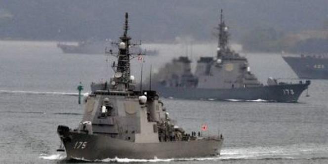 Un destroyer japonais Aegis, à capacité d'interception de missiles balistiques, quitte la base navale de Sasebo, dans la préfecture de Nagasaki, le 6 décembre 2012.