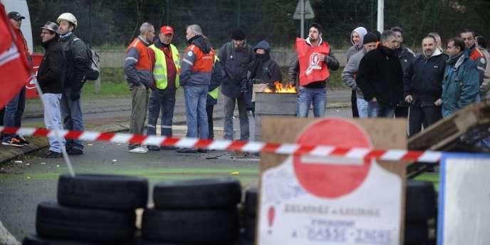 Le transfert du décapage et du laminage des bobines d'acier va entraîner la suppression d'une soixantaine de postes, mais qui feront l'objet de reclassements, selon la direction locale d'ArcelorMittal.