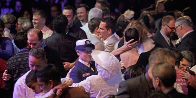 Des douzaines de couples homosexuels ont célébré leur union à Seattle après la légalisation du mariage homosexuel dans l'Etat de Washington, à l'automne 2012.