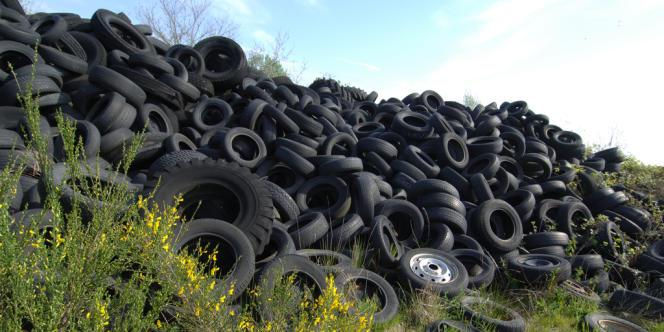 Le kilo de caoutchouc poursuit sa descente aux enfers entamée il y a trois ans. Les manufacturiers de pneus se frottent les mains.