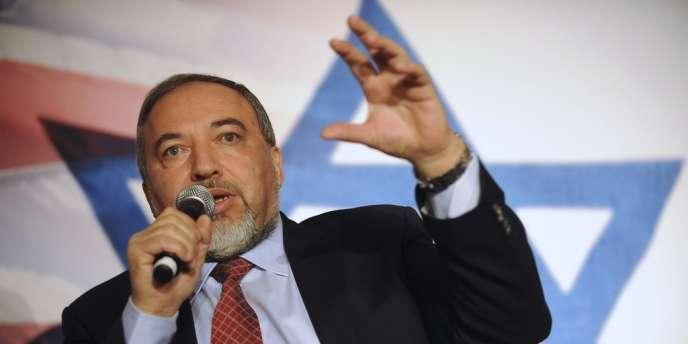 Avigdor Lieberman, le chef de file du parti Israël Beïtenou, a été à nouveau nommé ministre des affaires étrangères le 10 novembre 2013.