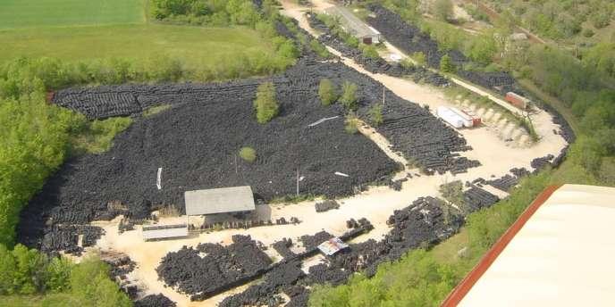 La décharge de Lachapelle-Auzac, dans le Lot, abrite plus de 20 000 tonnes de pneus.