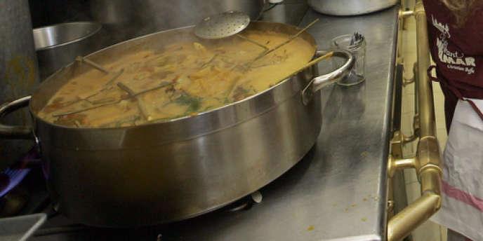 Une bouillabaisse préparée dans les cuisines du restaurant