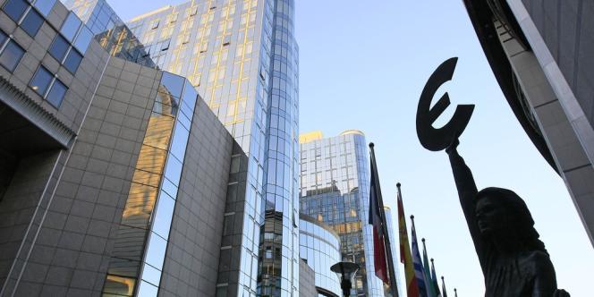 Le projet porte sur une rallonge de six milliards d'euros fournie par les Etats pour le budget 2012 et sur le projet de budget pour l'année 2013, avec une coupe de cinq milliards d'euros dans les demandes de la Commission.