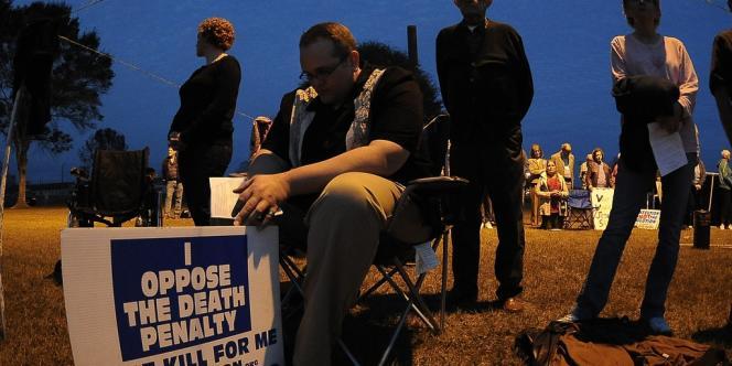 Des militants anti-peine de mort s'étaient rassemblés devant la prison où a été exécuté Manuel Pardo.