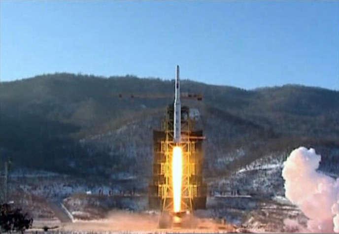 Le tir de la fusée Unha-3 (Voie lactée-3), le 12 décembre, retransmis par la chaîne de télévision nord-coréenne KCNA le lendemain.