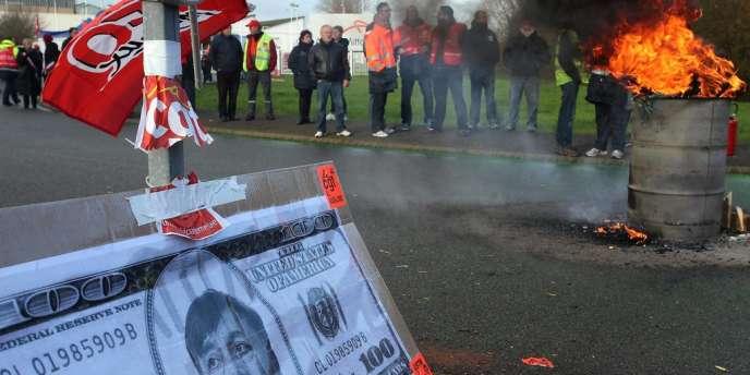 Manifestation sur le site de l'usine ArcelorMittal de Basse-Indre, le 10 décembre.