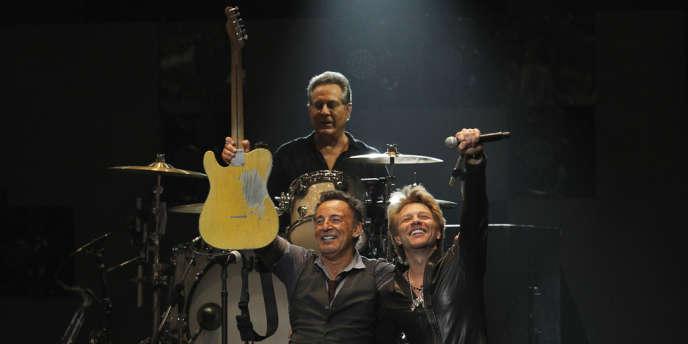 Bruce Springsteen et Jon Bon Jovi lors du concert 12-12-12 à New York, le 12 décembre 2012.
