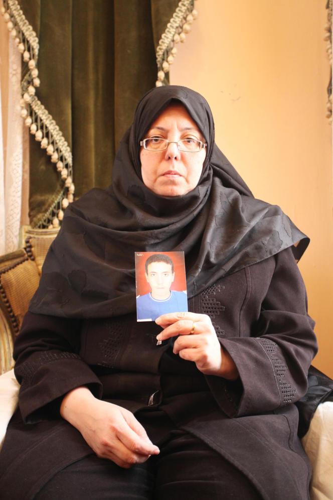 Mona Badr, la mère d'Islam Massoud, tué lors d'un affrontement entre les Frères musulmans et leurs opposants.