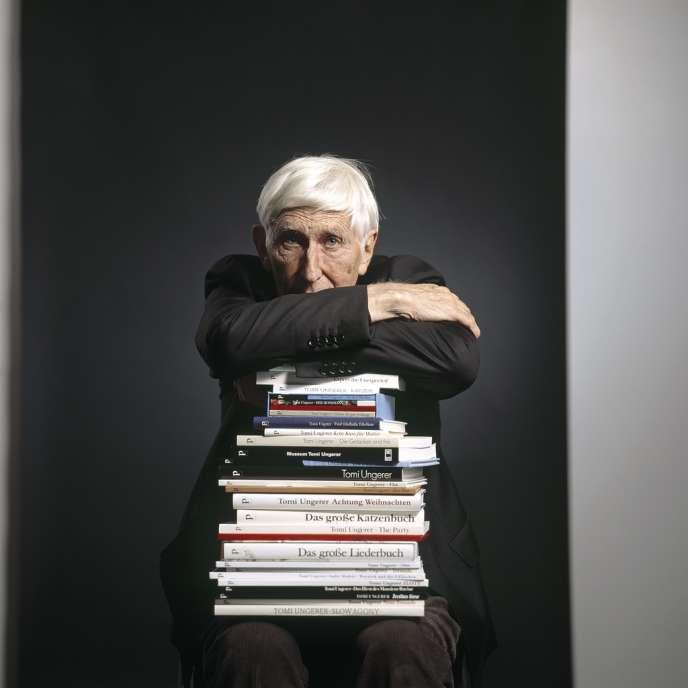 Né à Strasbourg, Tomi Ungerer a longtemps vécu aux Etats-Unis, avant de s'exiler en Irlande. Il est l'auteur de 140 ouvrages.