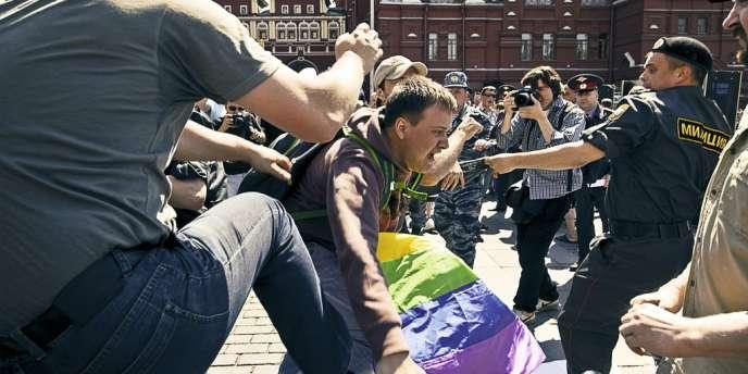 Lors de la Gay Pride 2011 à Moscou, des nationalistes s'en étaient pris violemment à des participants. -