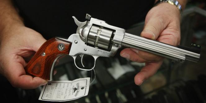 Il y a actuellement environ 300 millions d'armes détenues légalement aux Etats-Unis.