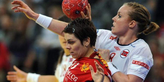 Ana Dokic face à la Norvégienne Karoline Dyhre, dimanche, à Belgrade.