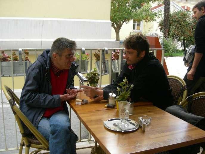 Le dessinateur turc Galip Tekin et François Beaune à Istanbul.