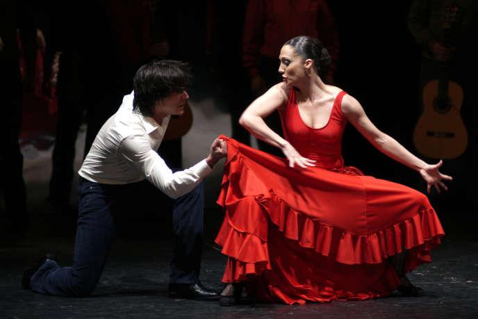 Angel Gil (Don José) et Vanesa Vento (Carmen) dans