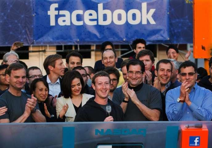 Un an après, l'entrée en Bourse de Facebook reste dans les annales financières comme un fiasco. Mark Zuckerberg au micro lors de l'entrée en Bourse.