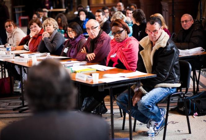 Des citoyens réfléchissent à l'avenir du système de santé français à l'invitation de l'Institut Montaigne, le 8 décembre au CNAM à Paris.