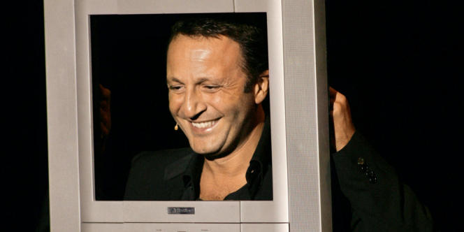 L'humoriste et présentateur TV Arthur, lors d'un spectacle à Marrakech, le 5 décembre 2006.