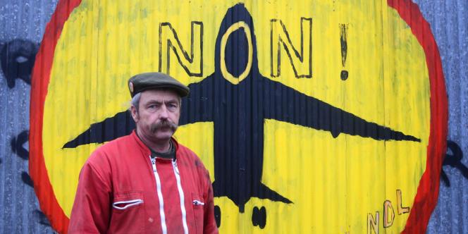 L'agriculteur Sylvain Fresneau, devant son exploitation de La Vacherie, sur la ZAD de Notre-Dame-des-Landes.
