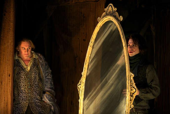 Gérard Depardieu et Marc-André Grondin dans une scène du film