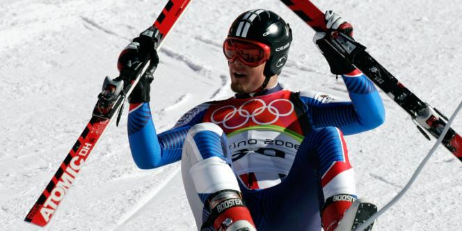 Le skieur Antoine Dénériaz, en février 2006 lors de sa victoire en descente des JO de Turin.