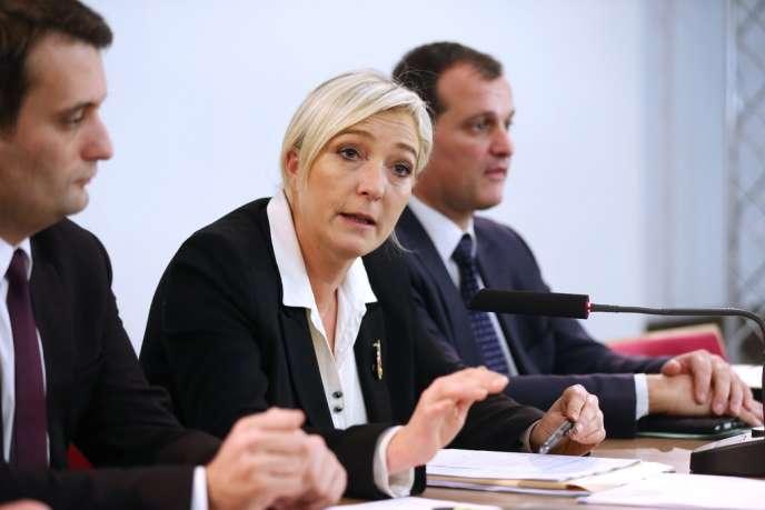 Florian Philippot, Marine Le Pen et Louis Aliot, lors d'une conférence de presse du Front national, le 8 décembre 2012.