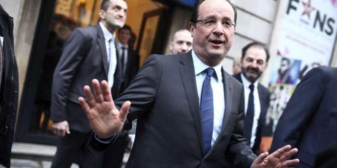 François Hollande, à sa sortie d'Europe 1, le 21 décembre à Paris.