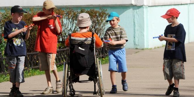 Des enfants jouent dans un orphelinat à Moscou, en 2010.