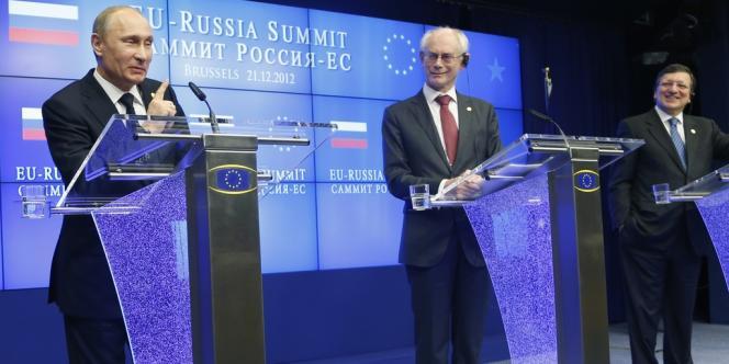 Le président russe Vladimir Poutine, le président du Conseil européen Herman Van Rompuy et le président de la Commission européenne, José Manuel Barroso (de gauche à droite), lors de Sommet UE-Russie du 21 décembre 2012, à Bruxelles.