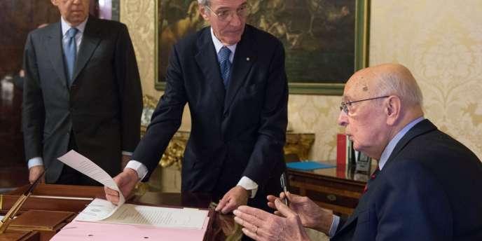 Le président Giorgio Napolitano a dissous samedi le Parlement en Italie, ouvrant la voie à des élections législatives anticipées fin février.