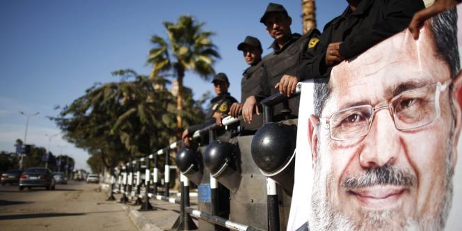 Le projet de Constitution égyptienne a été approuvé par 63,8 % des voix exprimées lors du référendum qui s'est déroulé en pleine crise politique, les 15 et 22 décembre.