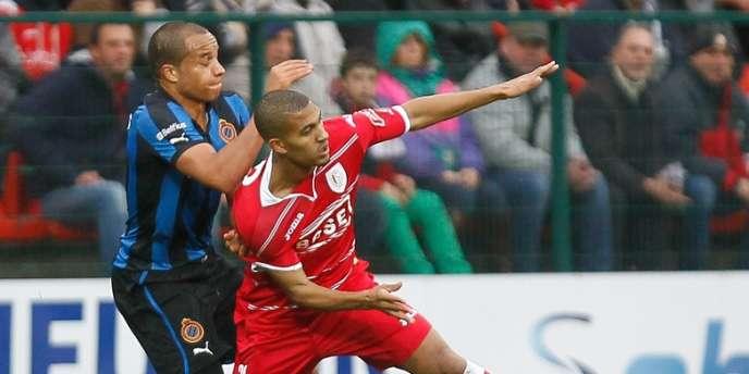 Duel lors d'un match entre le Club Bruges et le Standard de Liège.