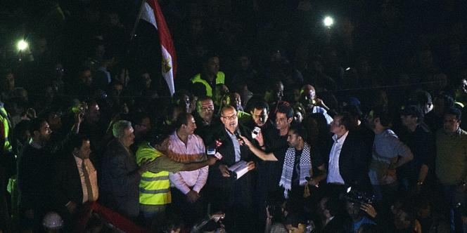 Mohammed ElBaradei prononce un discours, place Tahrir, le 30 novembre.