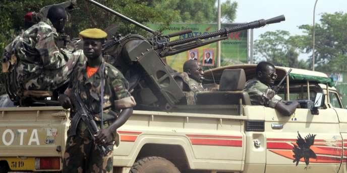 Des centaines de manifestants protestaient mercredi devant l'ambassade de France à Bangui pour dénoncer la passivité de l'ancienne puissance coloniale face à l'avancée des rebelles dans le pays. Ici, des gardes présidentiels dans la capitale centrafricaine.