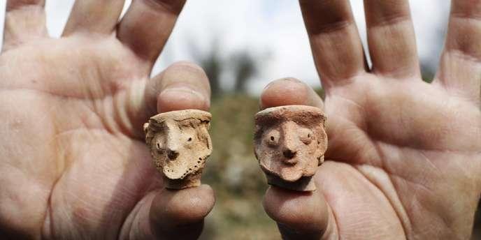 Le département des antiquités israélien a annoncé, mercredi 26 décembre, la découverte d'un temple et de figurines remontant à trois mille ans et probablement utilisés dans le cadre d'une pratique religieuse idolâtre.