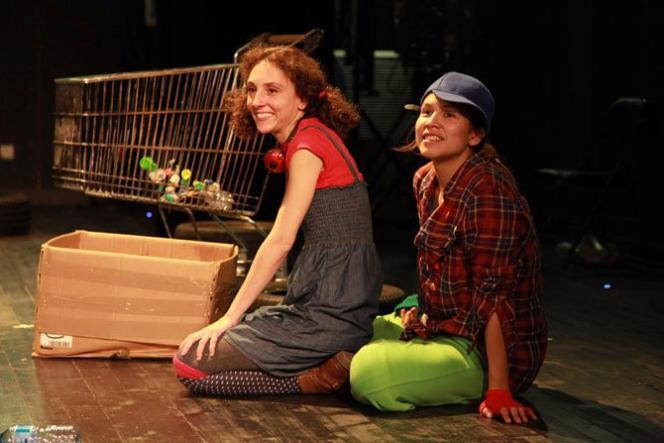 Eleonore Pancrazi (Hansel) et Charlotte Plasse (Gretel) dans l'opéra mis en scène par Mireille Larroche.