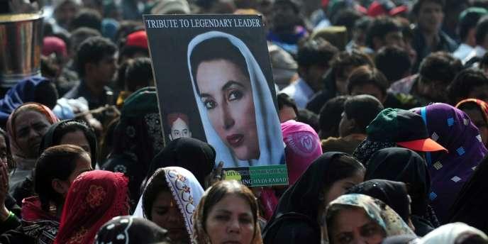 Des centaines de milliers de personnes se sont réunies au Pakistan pour commémorer le cinquième anniversaire de la mort de l'ex-première ministre Benazir Bhutto.